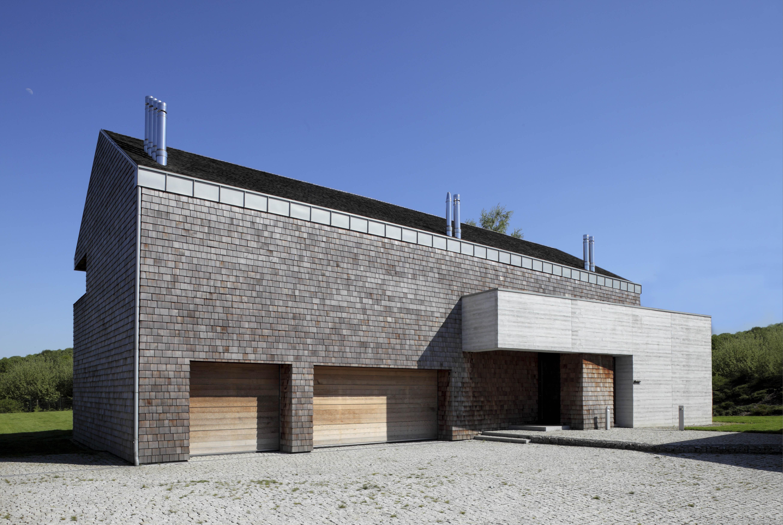 Willa z betonu i dranicy w Libertowie