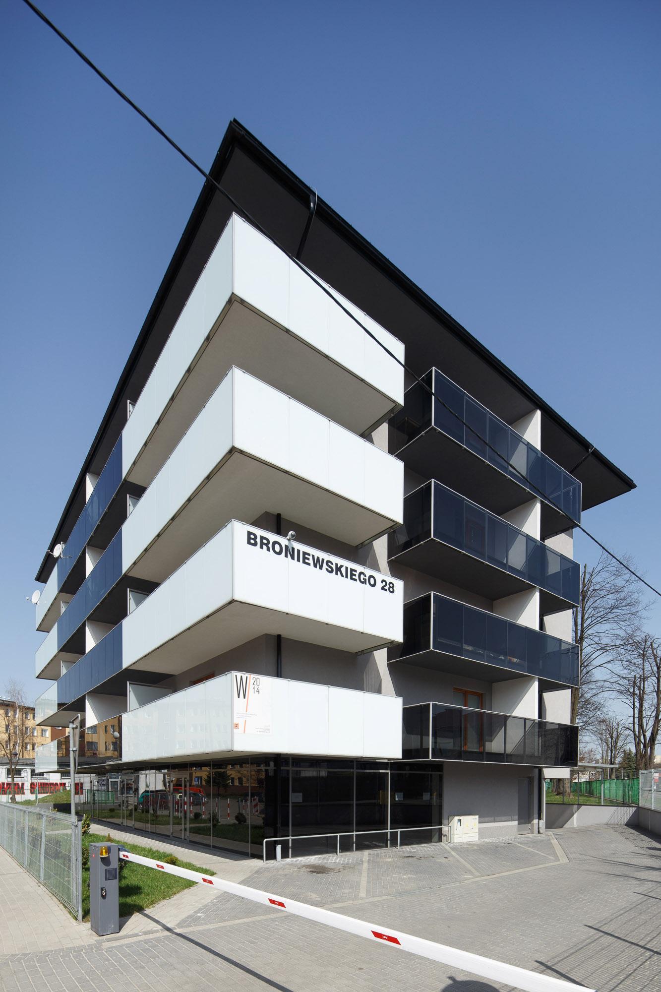Budynek mieszkalno-usługowy, ul. Broniewskiego 28, Nowy Sącz